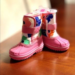 Toddler size 6 snow boots